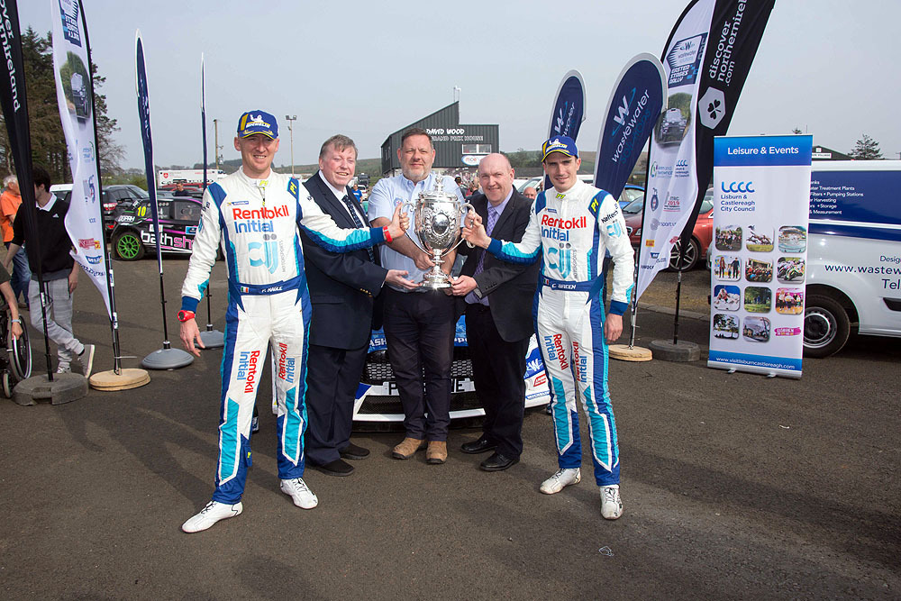 Winners-Breen-and-Nagle-at-the-Finish-in-the-UGP-pits-at-Dundrod